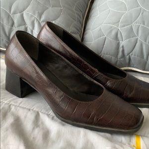 Vintage Bandolino brown leather heels great shape!